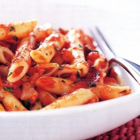 pasta-with-simple-tomato-sauce-8530_l